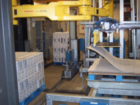Taking sheets from pallet by horizontal robot - Indutex - Gerex coating
